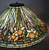 200px-Wiki-Tiffany-daffodil-low-