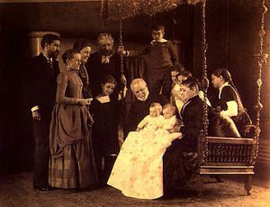 358px-Portrait_Louis_Comfort_Tiffany_with_his_parents_and_his_children_1888