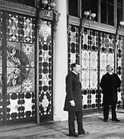 White_House_entrance-hall_Tiffany_screen_1882_crop